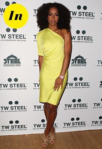 Une robe jaune qui lui va à merveille !