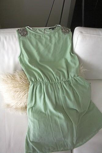 Robe vert d'eau broderie épaule, Zara