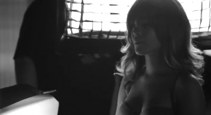 Rihanna dans le making-of de la collection printemps-été 2012 d'Armani Jeans et Armani Underwear