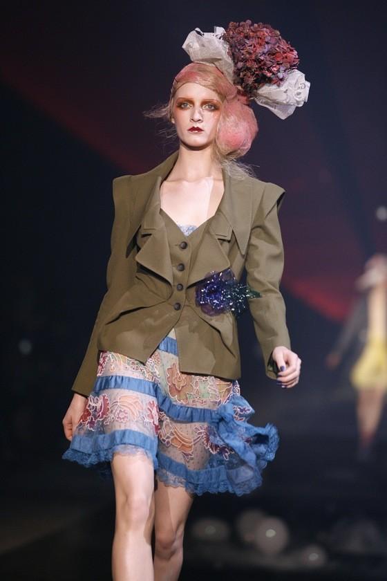 Daria Strokous défile pour John Galliano (Printemps-été 2010)