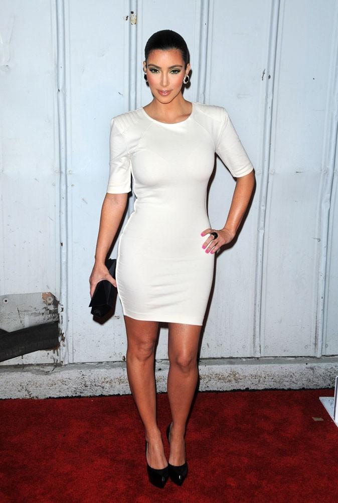 Kim Kardashian : une robe épurée pour un look minimaliste !