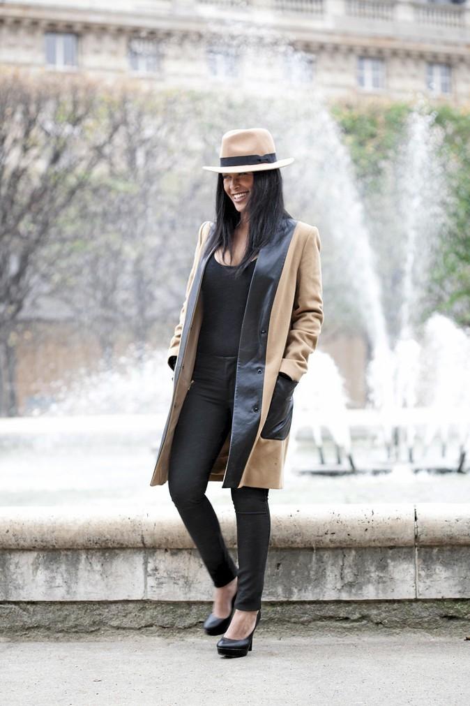 Manteau droit en laine et empiècements en cuir, 1.2.3, 269 €. Body en laine fine, Marie-Sixtine, 50 €. Pantalon stretch, Bershka, 35,99 €. Chapeau feutre, Pieces, 24,95 €. Escarpins à plateau, H&M, 24,95 €.