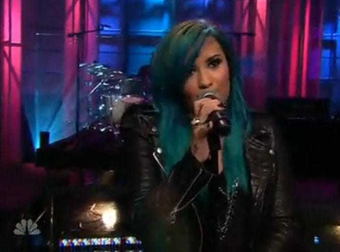 Demi Lovato et ses cheveux bleus sur le plateau de Jay Leno
