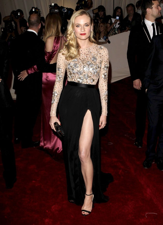 Une robe bijou semi-transparente au long jupon fendu Jason Wu au MET Ball !
