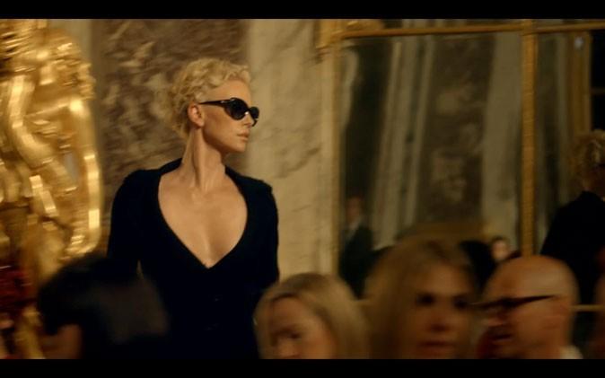 Charlize ultra-glam', tout de noir vêtue !