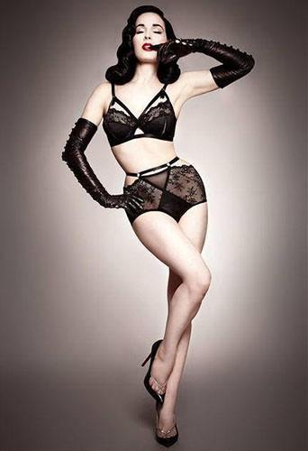 Mode : Dita Von Teese : en sous-vêtements rétro et sexy pour Bloomingdale's !