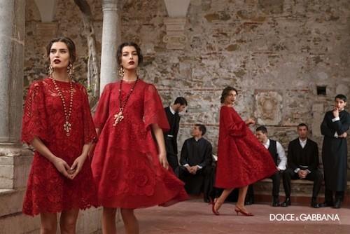 Mode : Dolce & Gabbana : une campagne hivernale aux allures faussement religieuses !