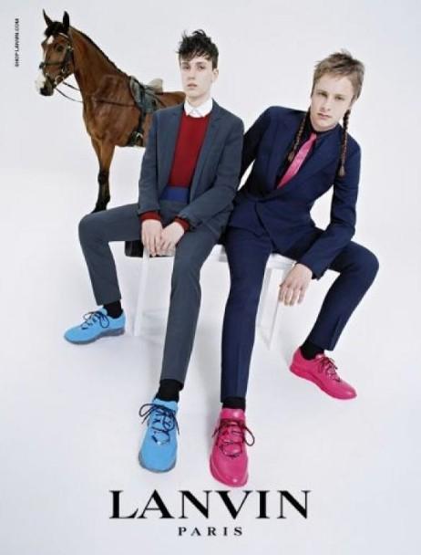 Mode : Edie Campbell : prend la pose pour Lanvin en compagnie de sa famille et de son cheval …
