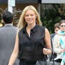 Amy Smart porte le sac Luggage de Céline