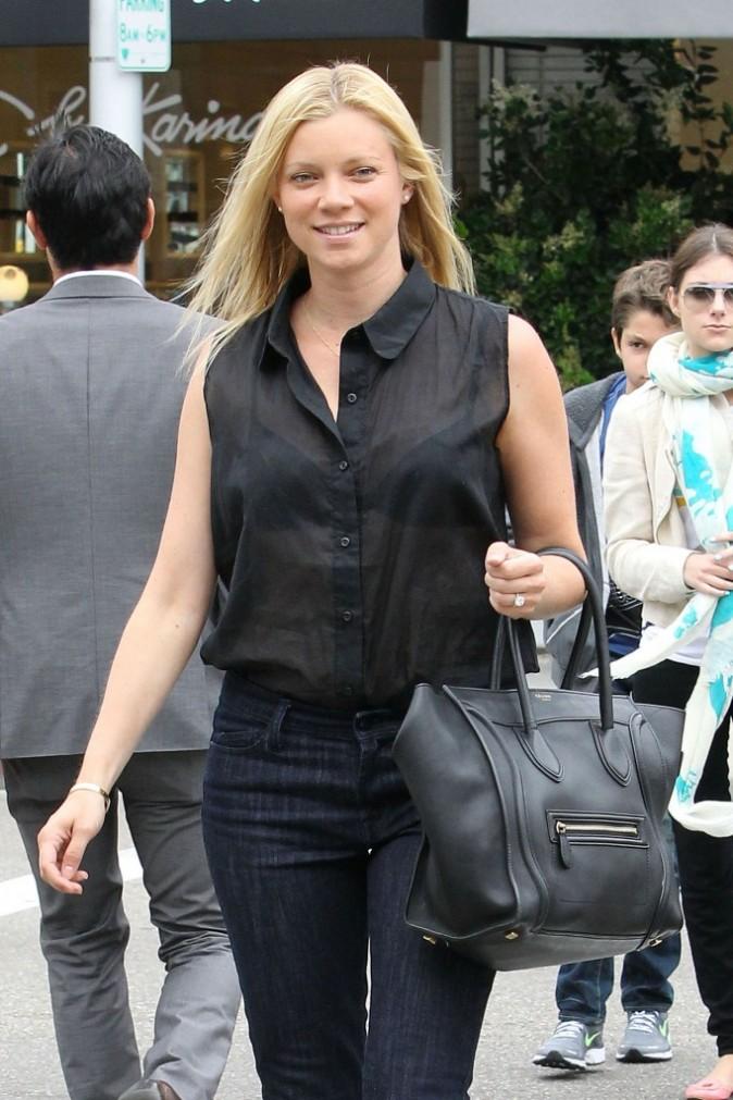 Amy Smart porte le sac Luggage de Céline