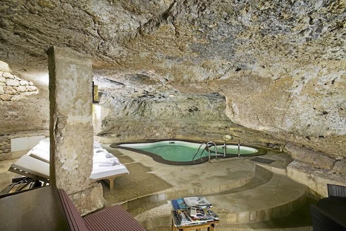 Rendez-vous au spa Aveda de l'Hôtel Masseria Torre Coccaro, dans les Pouilles (Italie), pour tester le programme de 4 jours consacré à l'oliv...