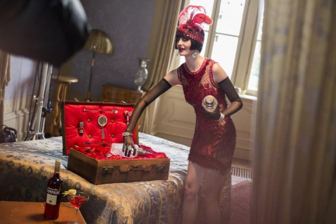 Mode : Eva Green explore les époques pour Campari !