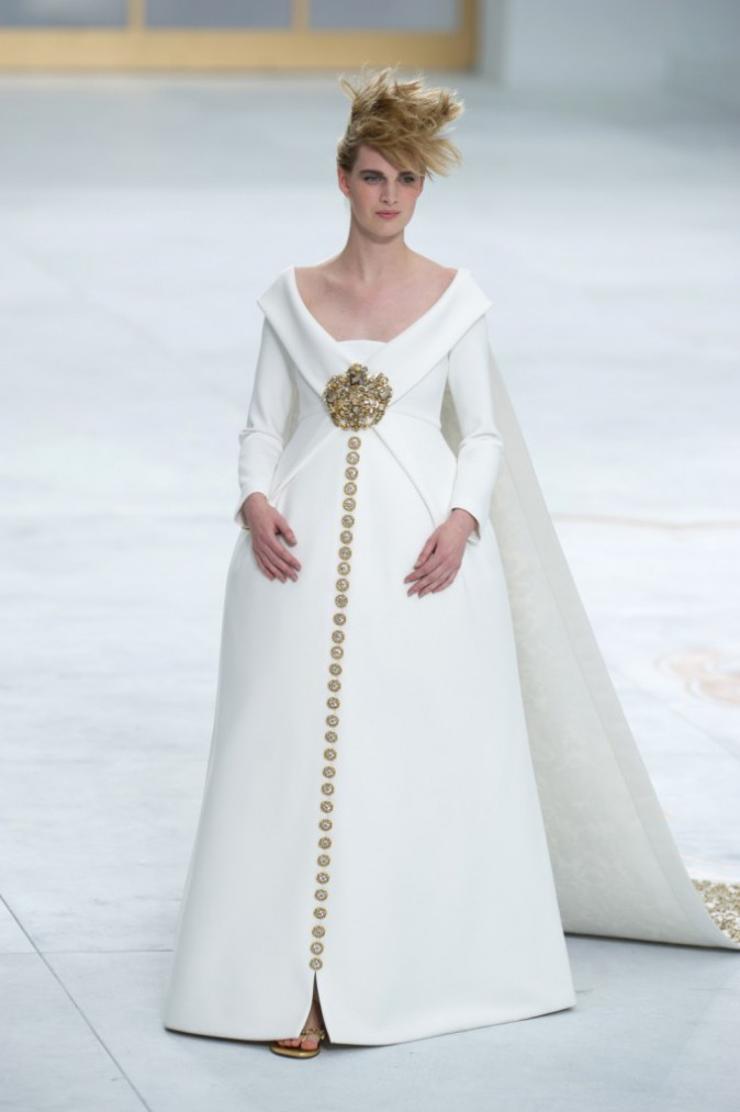 Mode : Fashion Week HC : Ashleigh Good : la future maman au ventre rebondi défile pour Chanel Haute Couture !
