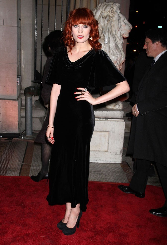 Florence Welch en robe longue vintage en velours !