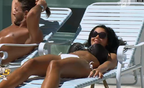 Nabilla et son bikini dépareillé !