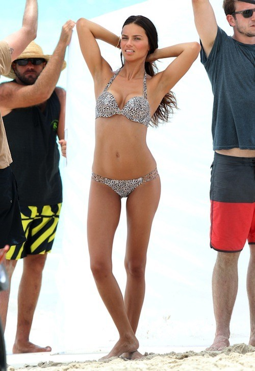 Lily Aldridge lors d'un shooting pour Victoria's Secret le 8 mai 2013 à Saint-Barthelemy