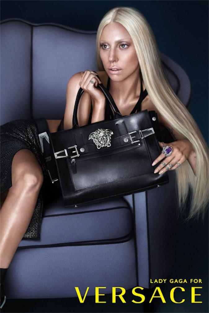 Lady Gaga pour Versace !