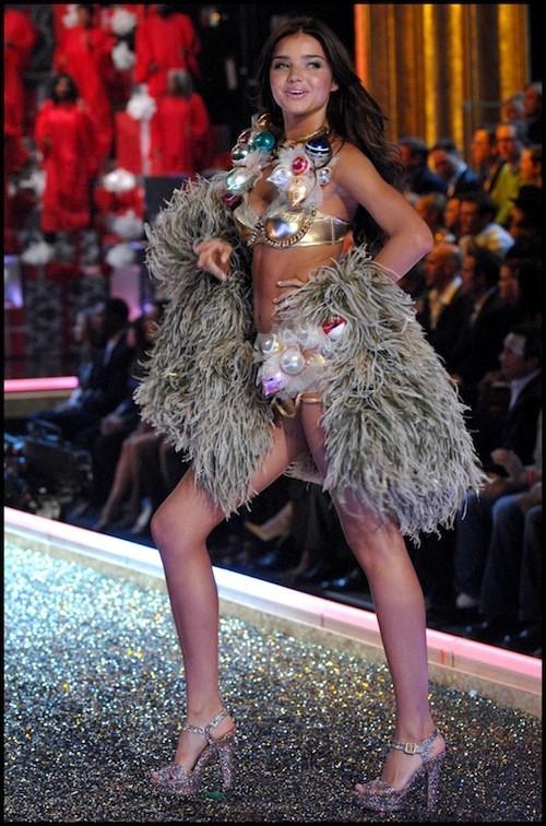 Miranda Kerr à un défilé de la marque de lingerie