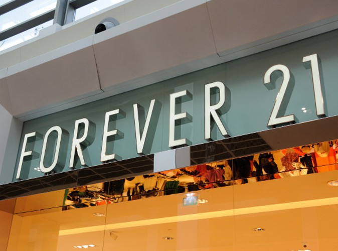 La chanteuse Tal, fan de l'ouverture de Forever 21 à Paris !