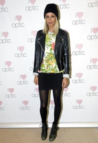 Alexandra Rosenfeld : Inauguration chic à Paris, Alex ne retire pas son bonnet : swag attitude !