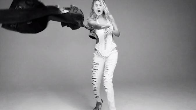 Mode : Gigi Hadid : coquine, elle dévoile un side boob pour le Love Advent !