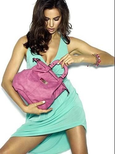 Irina Shayk en bikini pour les chassures Xti