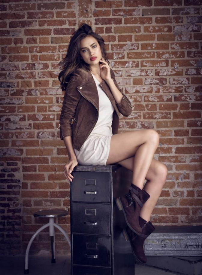 Mode : Irina Shayk : la bombe russe part à la découverte de l'Espagne profonde pour les chaussures Xti!