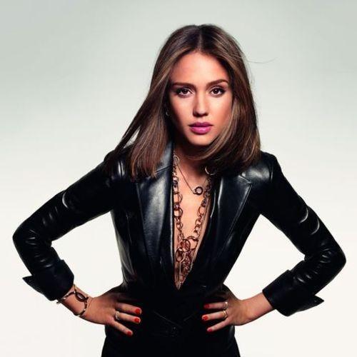 Mode: Jessica Alba est la nouvelle égérie sexy et sophistiquée du joaillier Piaget!