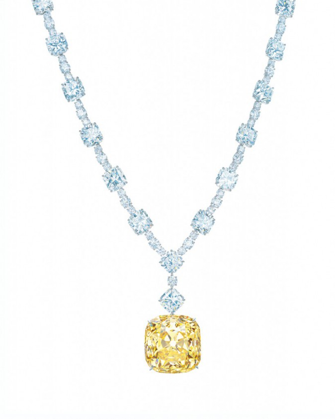 Collier avec le diamant jaune de 128,54 carats et des diamants blancs de plus de 120 carats