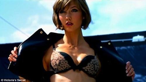 Karlie Kloss est le premier modèle Victoria's Secret avec les cheveux courts