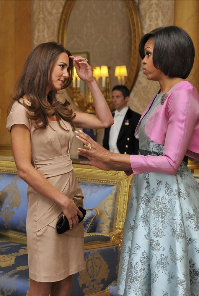 Deux fashion ladies en pleine discussion (mode ?)