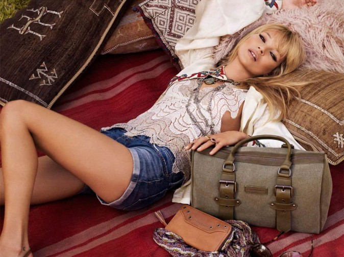 Mode : Kate Moss et un sac Longchamp kaki