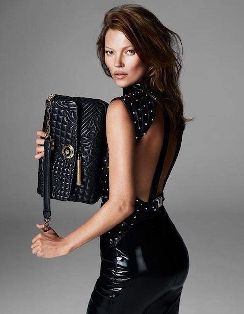 Mode : Kate Moss se la joue brune et sauvage pour Versace !