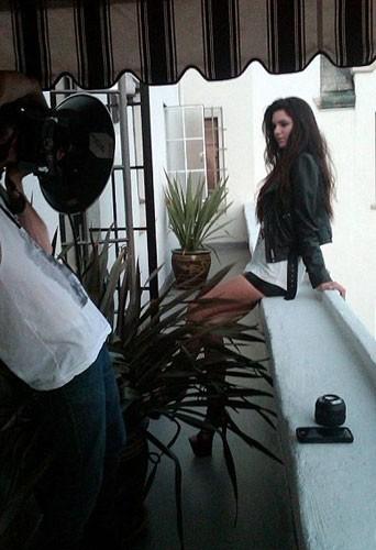 Kendall Jenner avec son mini short en cuir.