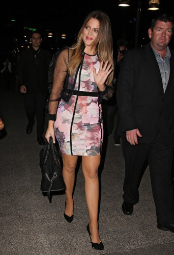 Khloé Kardashian vante les mérites des chaussures de sa nouvelle Kardashian Kollection !