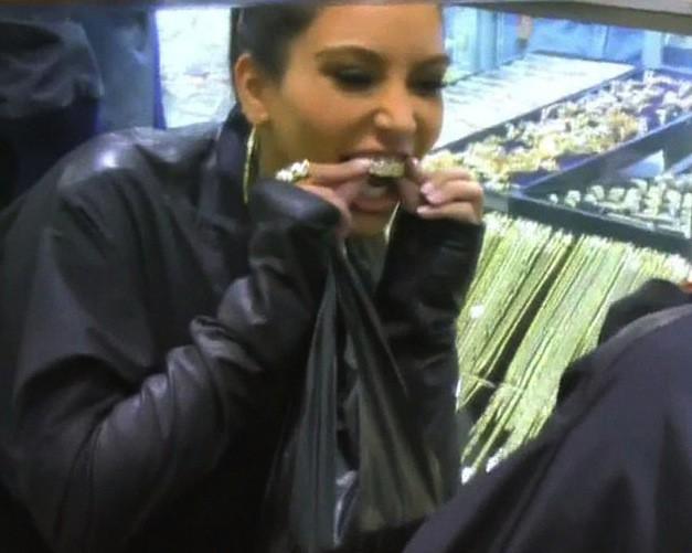 Le dentier de Kim Kardashian