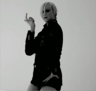 Mode : Kris Jenner : après le strip-tease de Kendall, la momager de se la jouer hot pour Love Mag' !