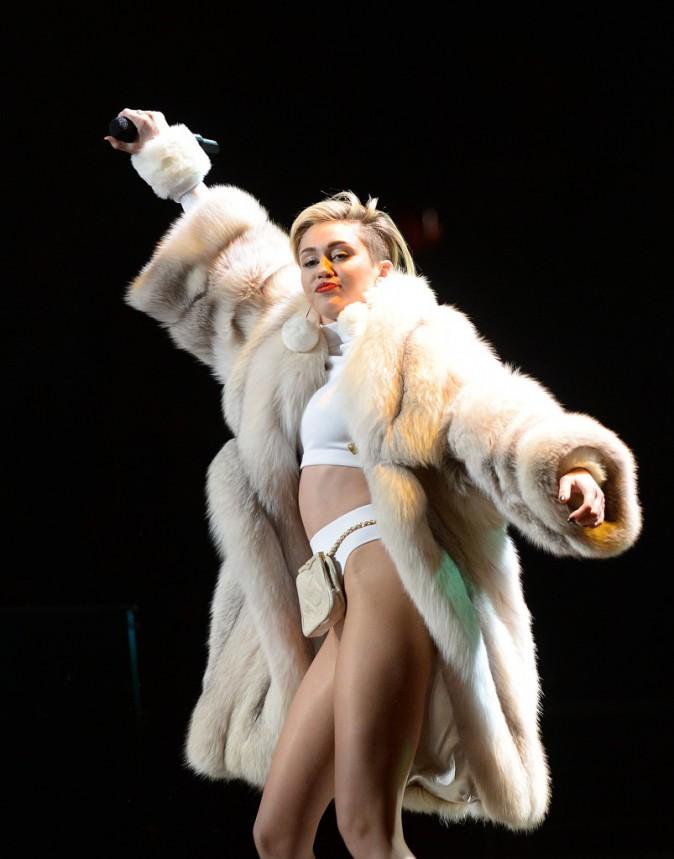 Après Banana split, Miley nous donne du Banane au slip