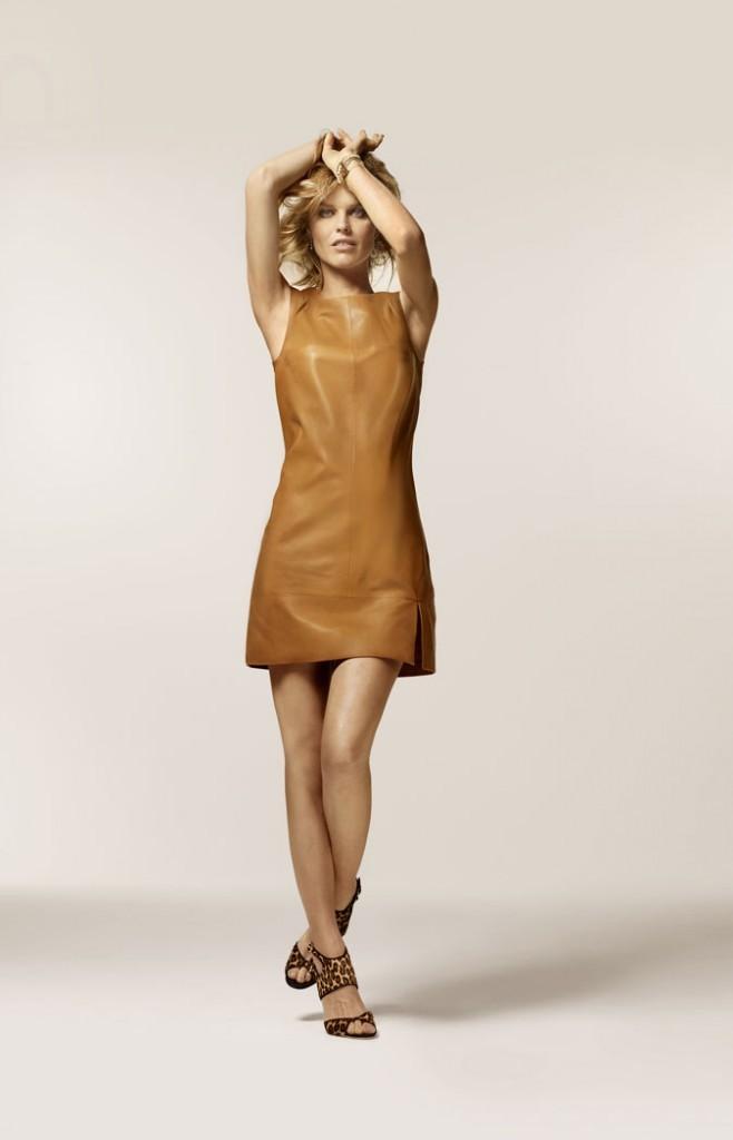 Mode : la robe en cuir d'Eva Herzigova pour 1.2.3