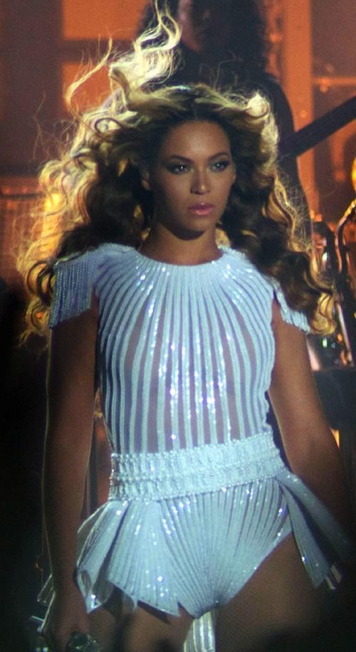 Beyoncé : sublime dans une tenue blanche !