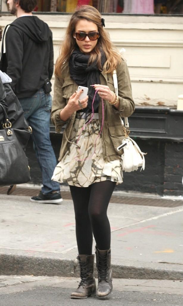 Jessica Alba : look de petite fille !