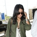Vanessa Hudgens : mini short et veste army !