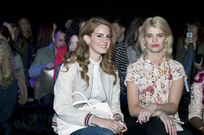 Lana Del Rey et Pixie Geldolf au défilé Mulberry lors de la Fashion Week de Londres