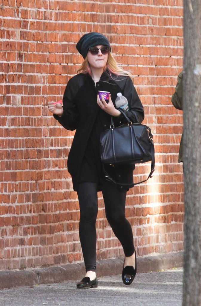 Le bonnet du 21/04/2013 porté par Dakota Fanning : chic ou swag ?