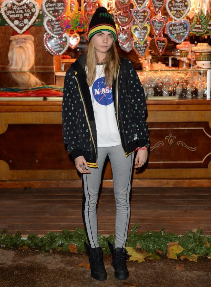Le bonnet du 22/11/2013 porté par Cara Delevingne : chic ou swag ?