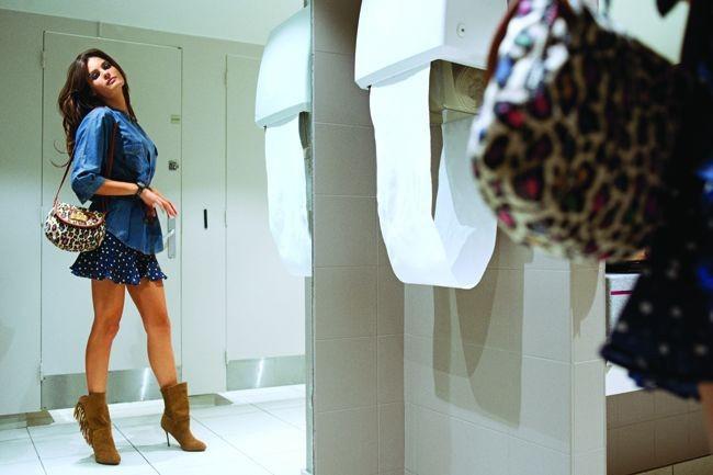 Mode : le look sexy d'Isabeli Fontana pour la campagne printemps-été 2011 Mango