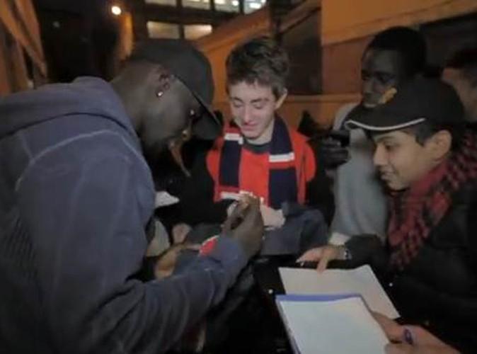 Mamadou Sakho finit par signer des autographes