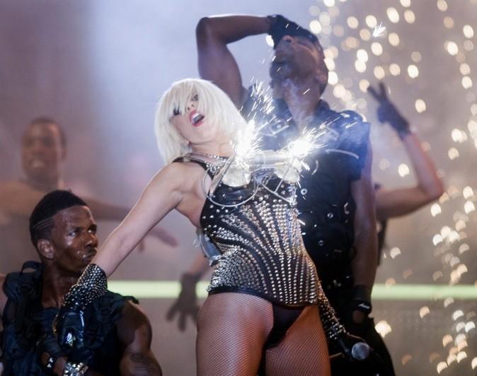 Lady Gaga a la poitrine explosive