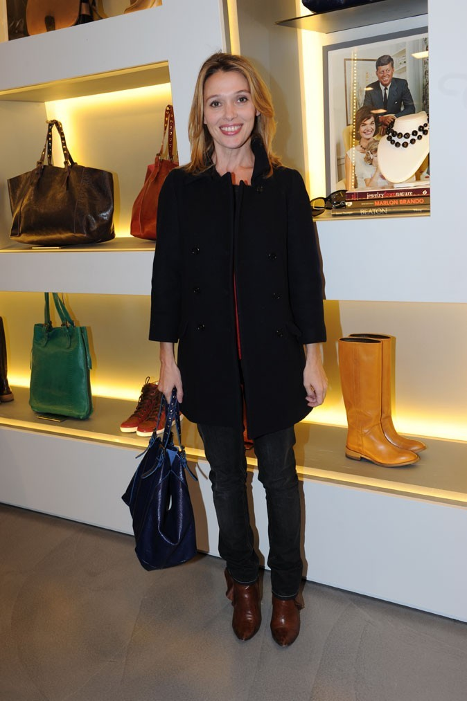 "Anne Marivin, gaga de son ""Simple Bag"" bleu"