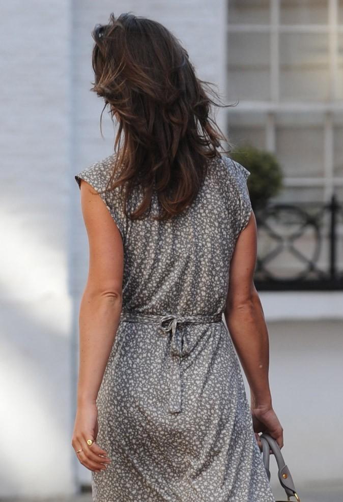 Les fesses de Pippa Middleton chic en robe drapée !